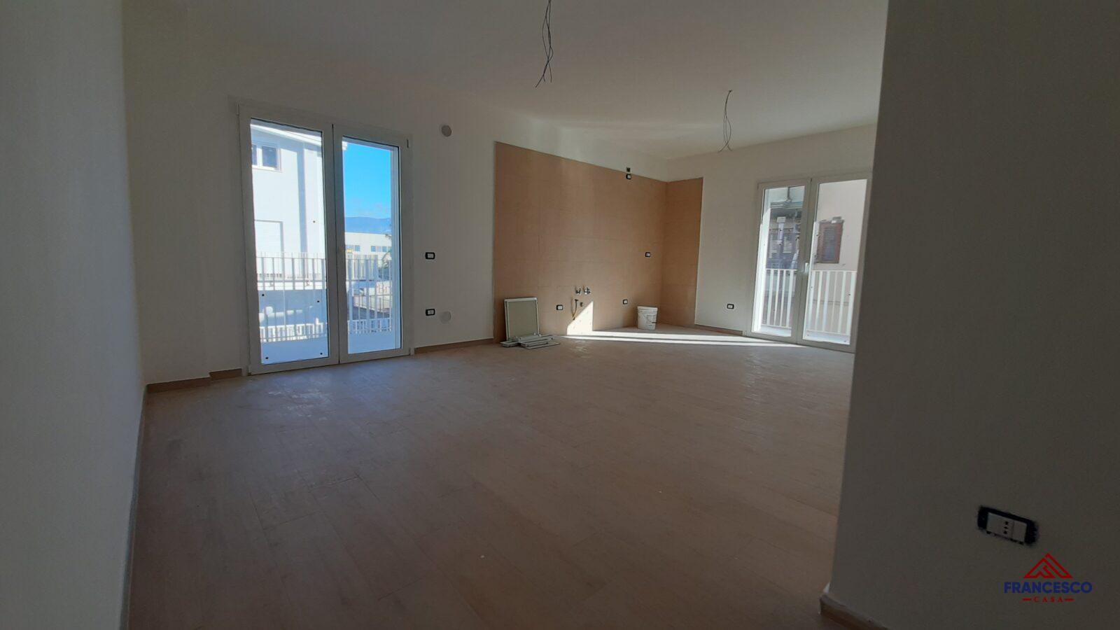 Appartamento con box auto in vendita ad Angri via Nazionale.