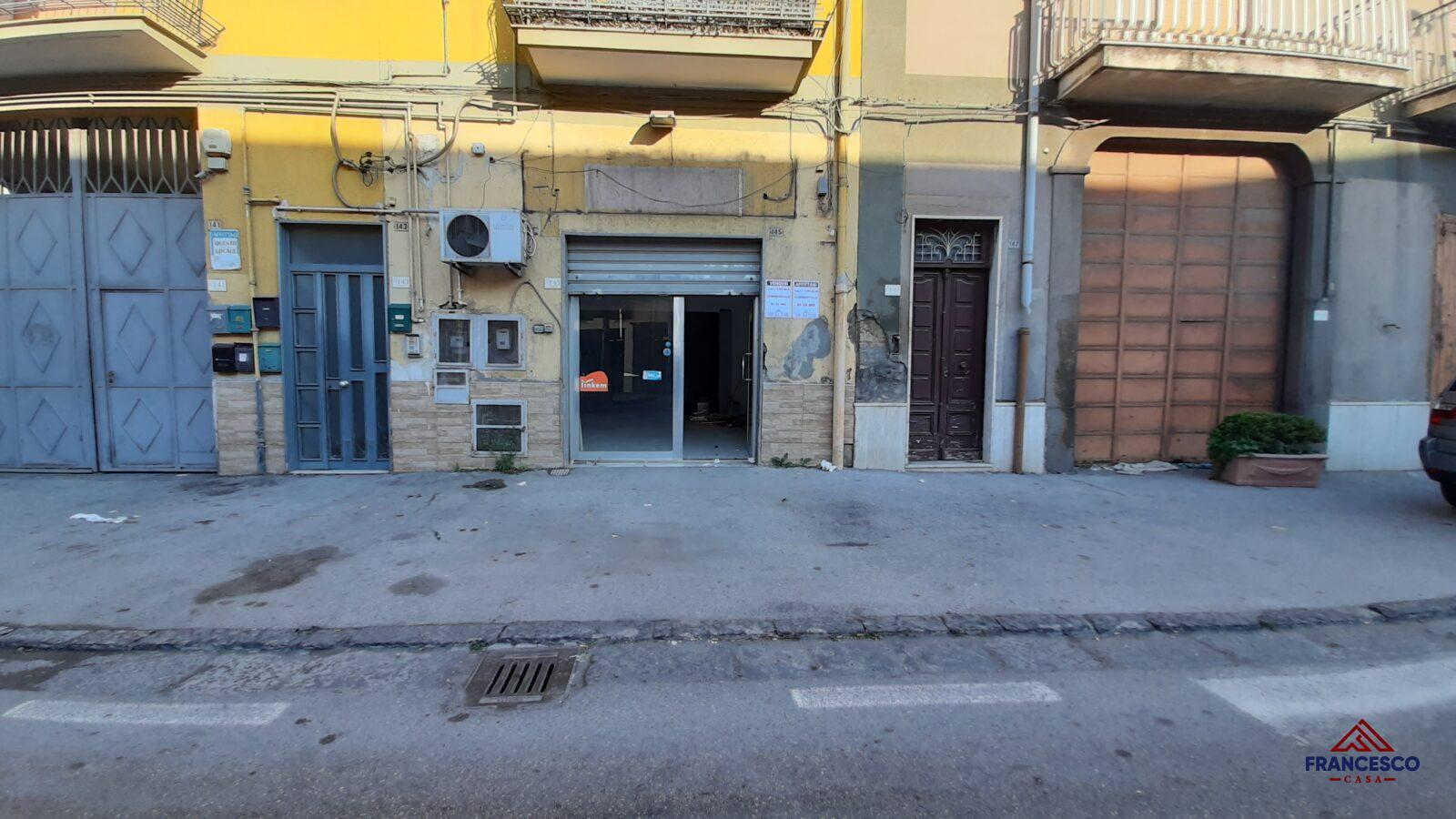 Locale commerciale in affitto ad Angri via Nazionale.