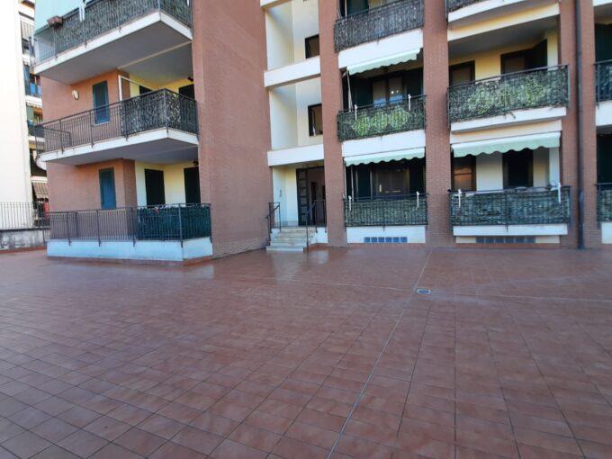 Appartamento con box auto in affitto ad Angri via Generale Niglio