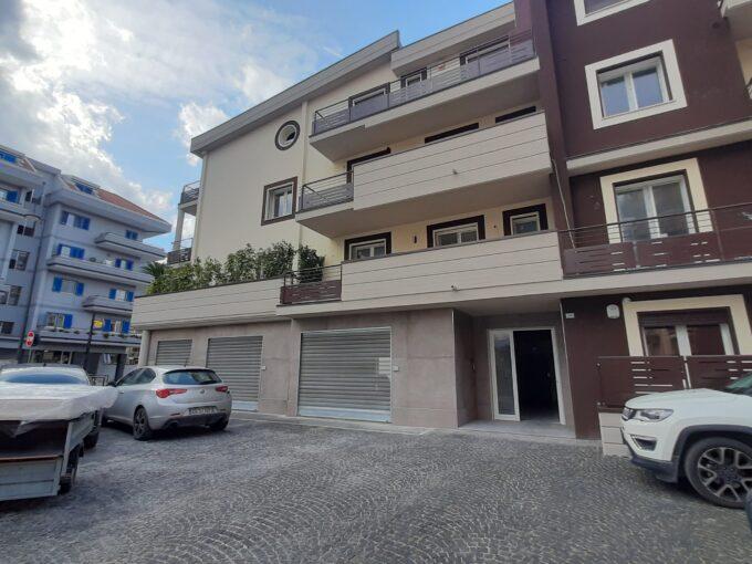 Appartamento con box auto in vendita ad Angri via Cervinia